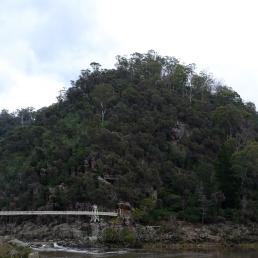 canarvon-gorge-bridge-basin