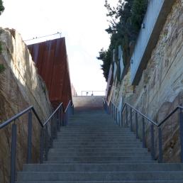 mona-steps-bottom